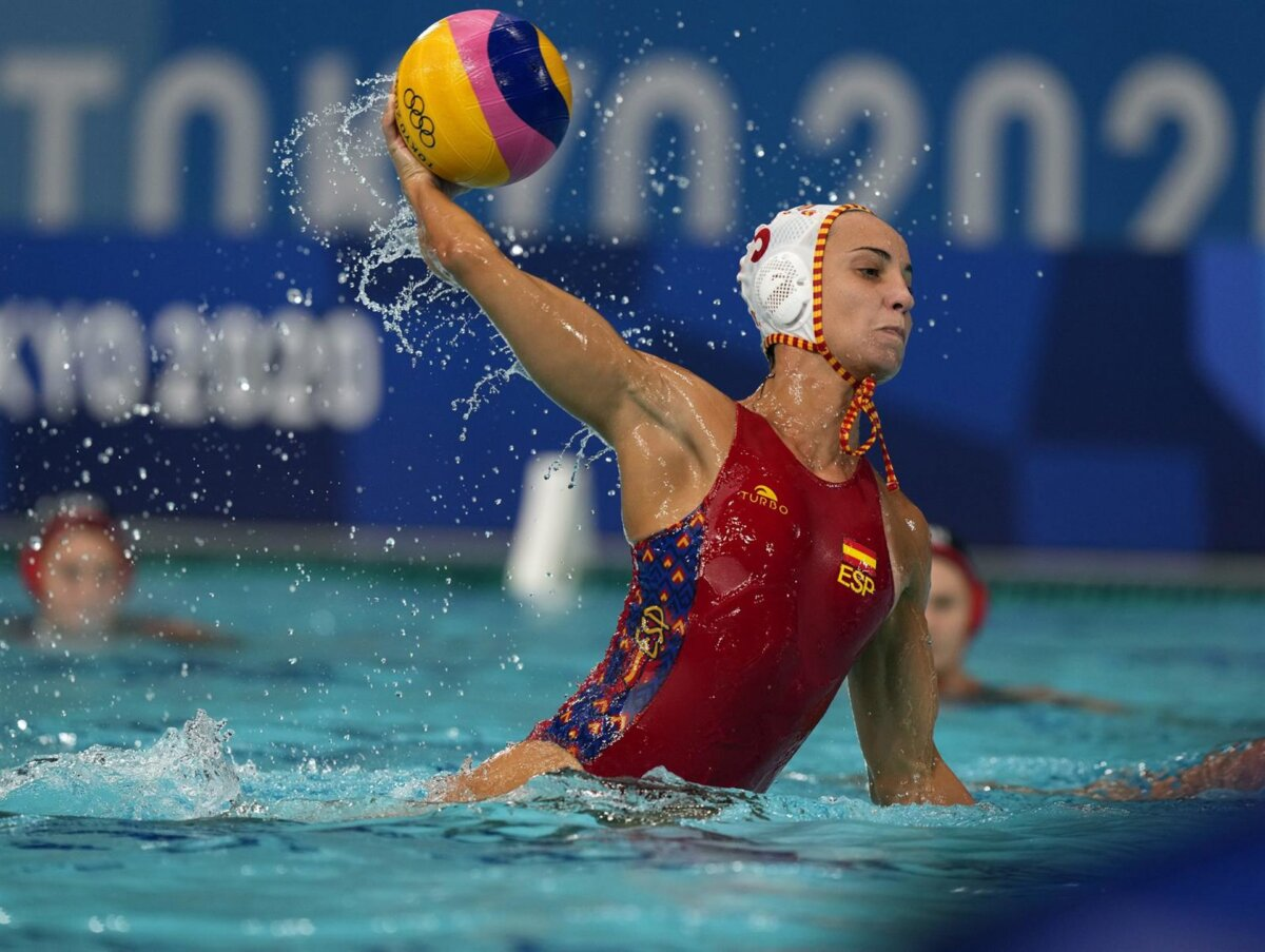 La jugadora española Anni Espar en un partido de la selección española femenina de waterpolo en los Juegos Olímpicos de Tokyo 2020 - COE