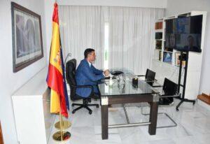 Pedro Sánchez, en videoconferencia con los ministros Albares y Robles - MONCLOA