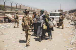 Militares italianos en el aeropuerto de Kabul - SSGT. VICTOR MANCILLA/U.S. MARIN / ZUMA PRESS / CO
