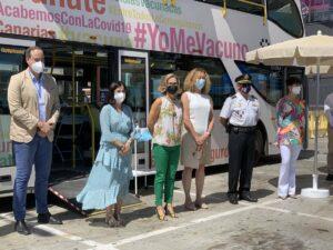 La ministra de Sanidad, Carolina Darias, tras visitar la vacuguagua - EUROPA PRESS