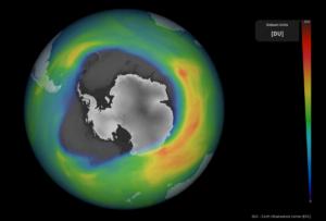 El agujero en la capa de ozono que se produce estacionalmente sobre la Antártida ha superado este año en tamaño al 75 % de los agujeros desde el año 1979. / ESA