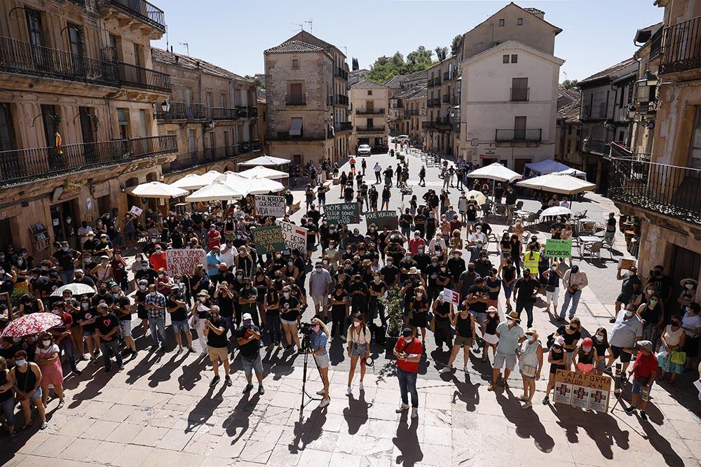 Archivo - Varias decenas de personas participan en una manifestación por una sanidad rural de calidad, a 17 de julio de 2021, en Sepúlveda, Segovia, Castilla y León (España). Esta movilización ha sido convocada por la Coordinadora para el desarrollo integ - Rafael Bastante - Europa Press - Archivo