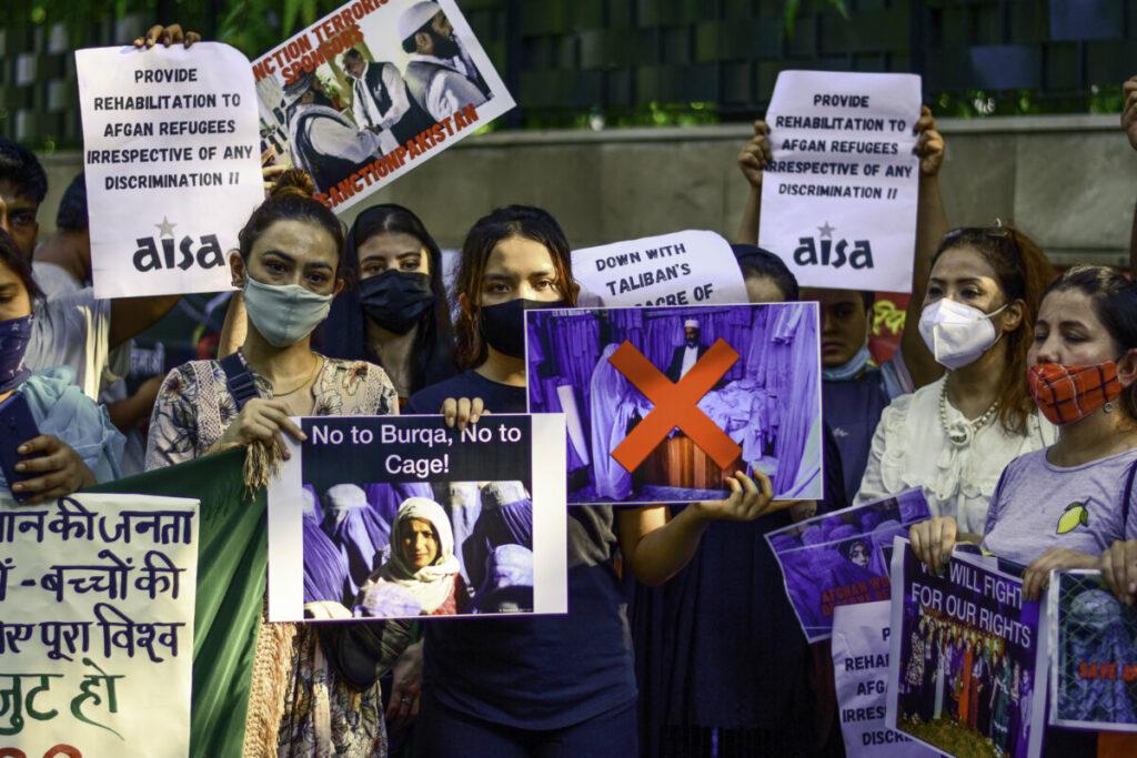 Mujeres y activistas de la sociedad civil afganas en las calles Kabul / Manish Rajput | Sopa Images/SOPA / DPA