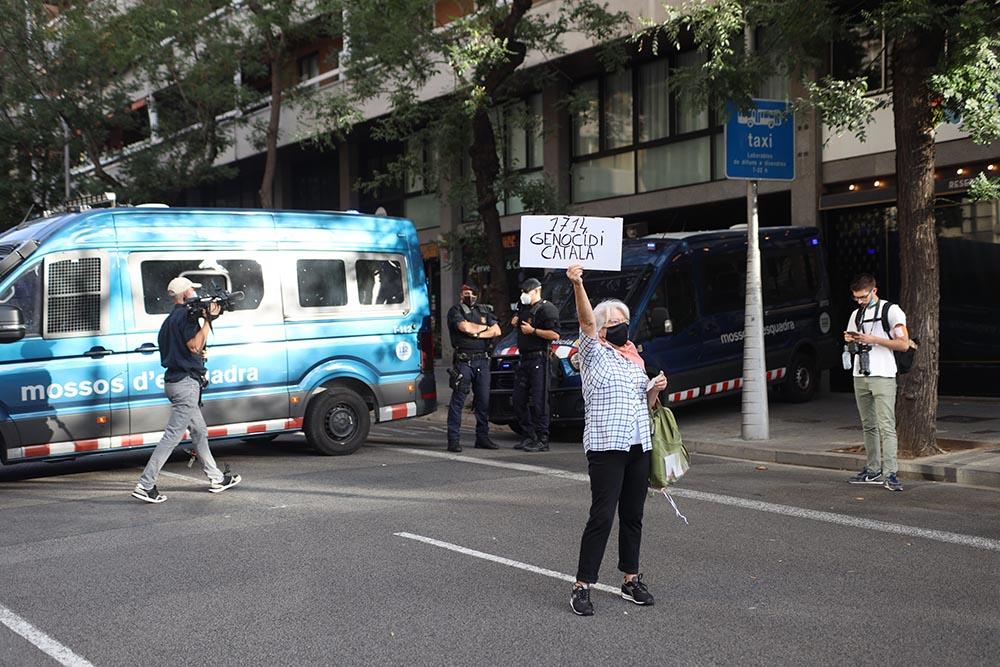 Concentración convocada por la ANC para protestar contra la detención del expte.Carles Puigdemont - MARC BRUGAT - EUROPA PRESS