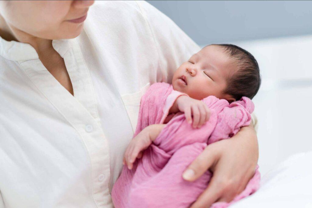 Dormir a un bebé toda la noche es posible con los hábitos saludables de BabySteps by Marian