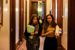 La portavoz del Grupo Socialista, Adriana Lastra, y la de Unidos Podemos, Irene Belarra / Foto: Ricardo Rubio