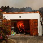 La lava del volcán destruye una casa de la zona de Los Llanos, a 20 de septiembre de 2021, en El Paso, La Palma, Santa Cruz de Tenerife, Islas Canarias, (España). La erupción volcánica iniciada ayer a las 16 horas en la zona de Cabeza de Vaca (La Palma), - Kike Rincón - Europa Press
