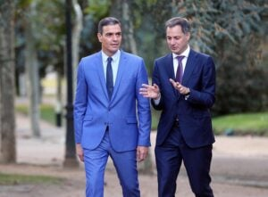 El presidente del Gobierno, Pedro Sánchez, pasea con el primer ministro de Bélgica, Alexander De Croo, - Isabel Infantes - Europa Press