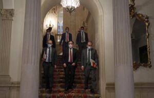 El ministro de Asuntos Exteriores, Unión Europea y Cooperación, José Manuel Albares (2i), a su salida de una reunión con los alcaldes del Campo de Gibraltar, en el Palacio de Viana, a 19 de octubre de 2021, en Madrid, (España). - Cézaro De Luca - Europa Press