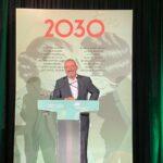 """El escritor Arturo Pérez-Reverte ha ensalzado este miércoles la """"buena salud"""" de la revista literaria Zenda en la presentación de libro '2030', el 4º libro colectivo que publican. - EUROPA PRESS"""