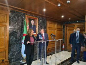 La vicepresidenta Teresa Ribera junto al ministro argelino de Energía, Mohamed Arkab - MINISTERIO DE TRANSICIÓN ECOLÓGICA